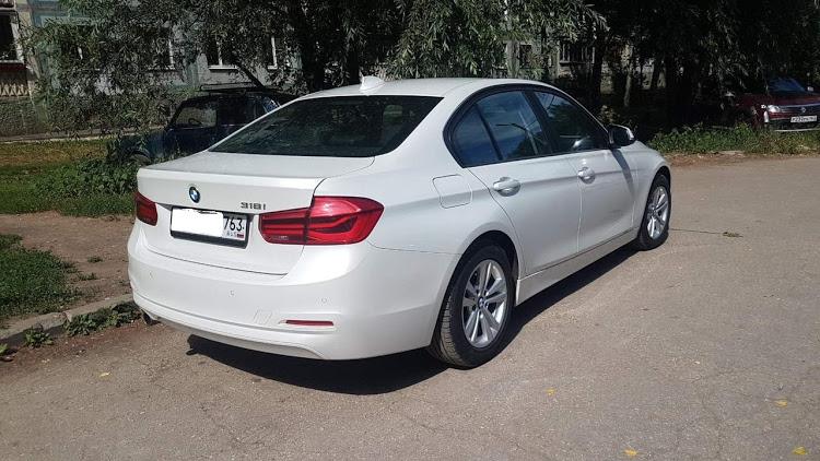 Автомобиль BMW 3